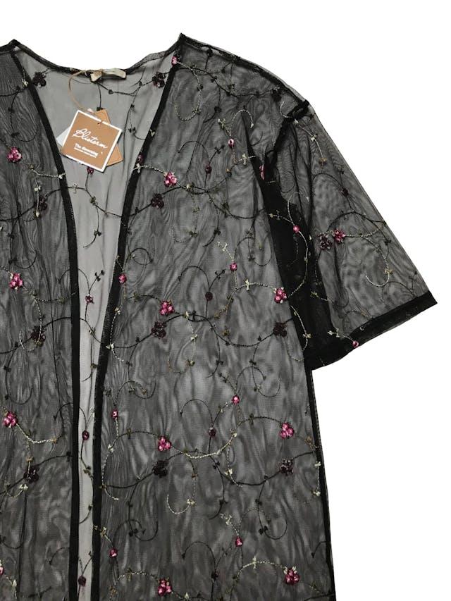 Capa de tul negro con bordado de flores. Largo 85cm. Nueva con etiqueta. foto 2