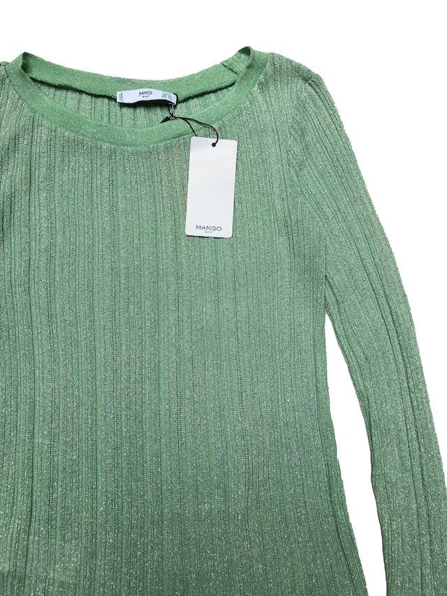 Chompa Mango verde agua con hilos plateados, con textura acanalada, se adapta al cuerpo. Largo 60cm. Nueva con etiqueta. foto 2