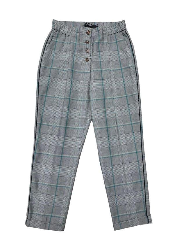 Pantalón New York príncipe de gales con pinzas, a la cintira con fila de botones delanteros, pretina elástica, bolsillos laterales, ribete negro a lo largo . Cintura 75cm Largo 90cm foto 1
