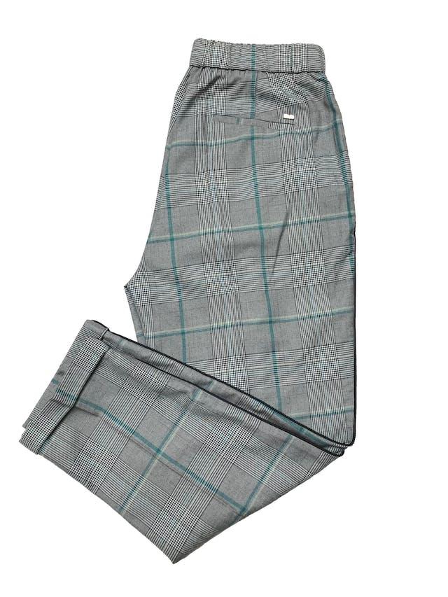 Pantalón New York príncipe de gales con pinzas, a la cintira con fila de botones delanteros, pretina elástica, bolsillos laterales, ribete negro a lo largo . Cintura 75cm Largo 90cm foto 2