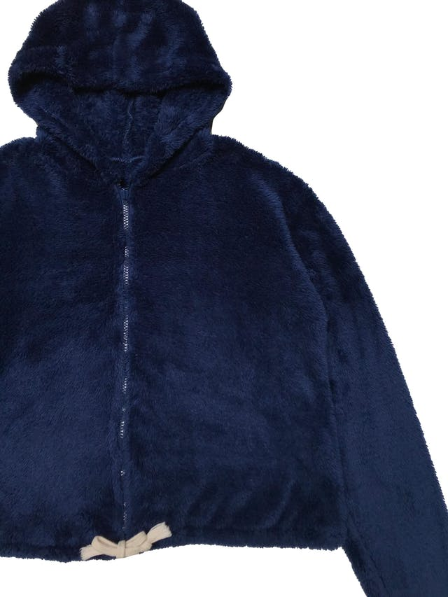 Casaca oversize de peluche azul con capucha y cierre delantero. Ancho 115cm Largo 50cm foto 2