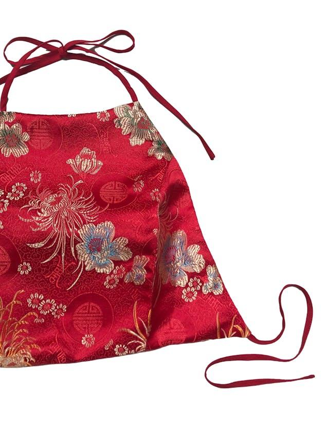 Top Forever21 rojo estilo oriental brocado, forrado, se amarra en el cuello y espalda. Largo 30cm foto 2
