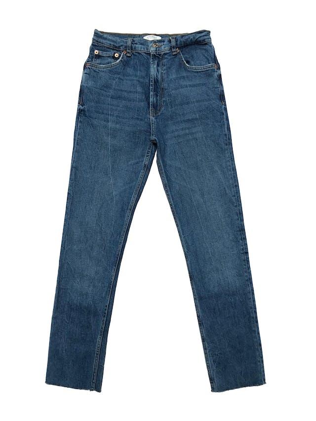 Pantalon jean Zara a al cintura, pitillo, ligeramente stretch y basta desflecada. Cintura 66cm Largo 93cm foto 1