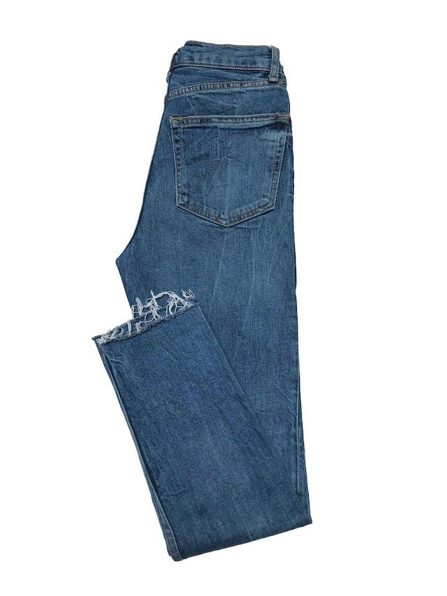 Pantalon jean Zara a al cintura, pitillo, ligeramente stretch y basta desflecada. Cintura 66cm Largo 93cm foto 2