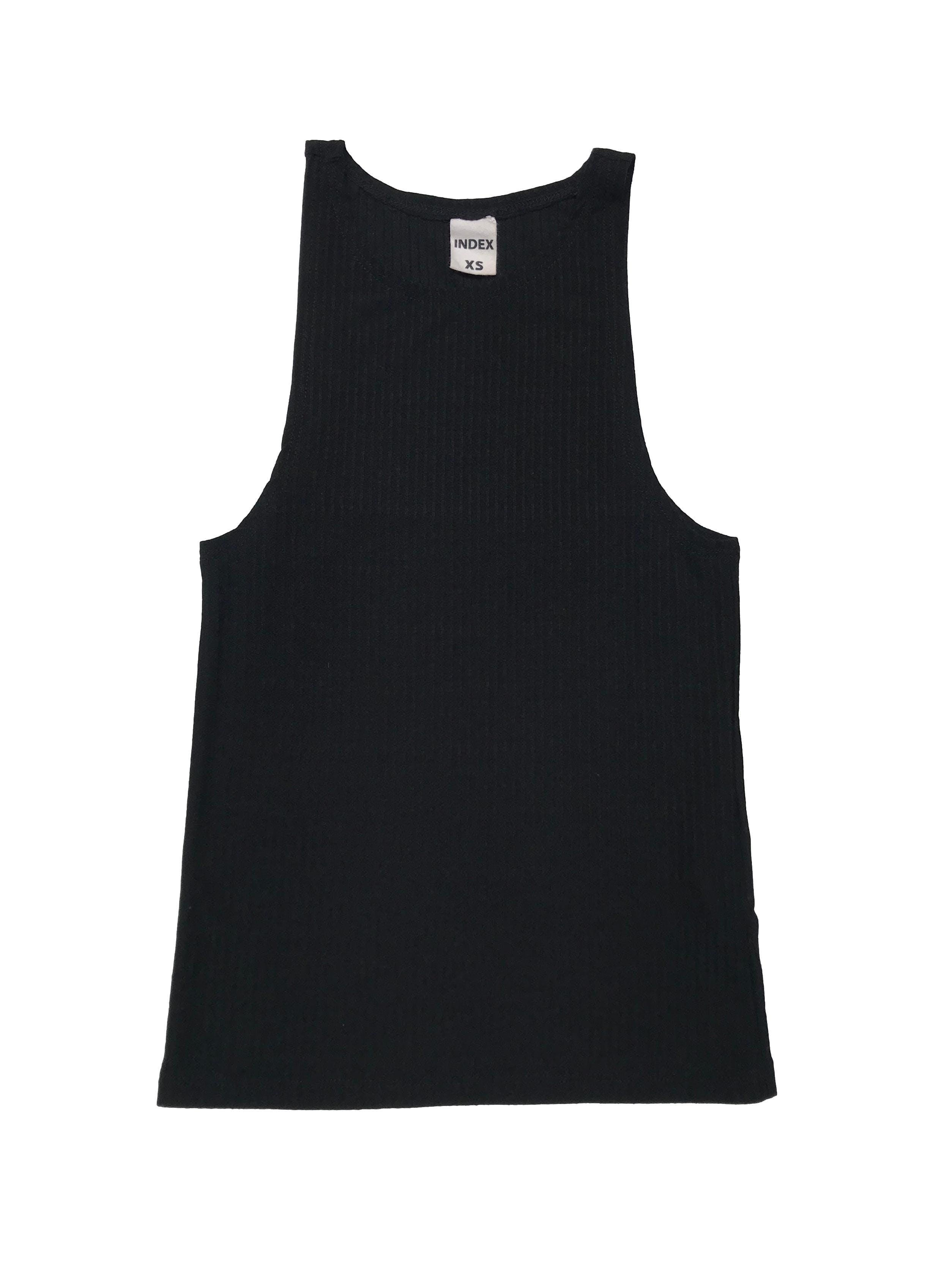Top básico Index negro con textura en líneas, tela tipo algodón stretch. Largo 50cm