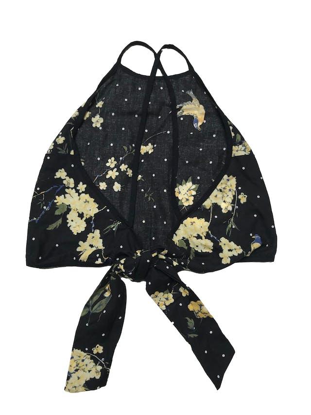 Top Ibella Ama negro con estampado de lunares y flores, tiritas cruzadas y se amarra en la espalda. Precio orignal S/ 80 foto 2