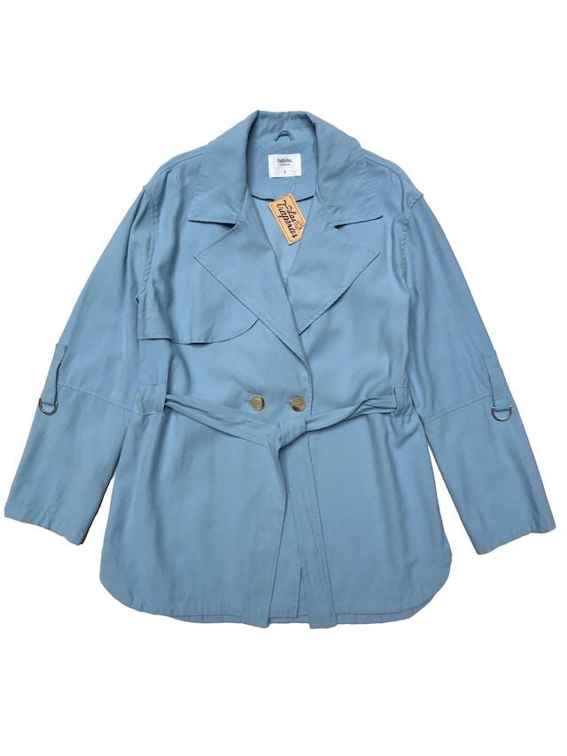 Chaqueta estilo trench Sybilla baby blue de viscosa tipo drill, modelo cruzado con dos botones, cinto para amarrar y largo de mangas regulable. Busto 112 Largo 70cm foto 1
