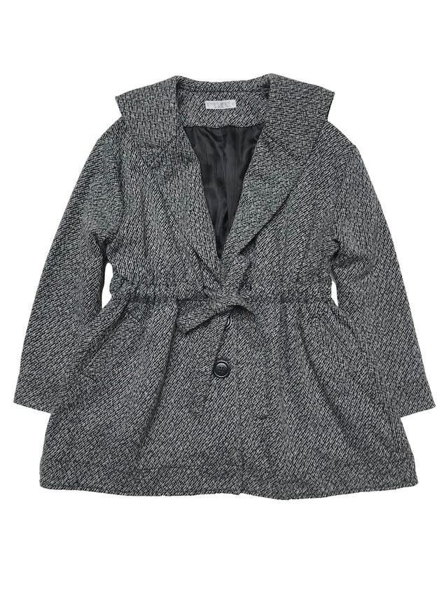 Abrigo oversize Emporium en tonos grises, forrado, amplio con cinto para recoger la cintura, y tiene bolsillos laterales. Lindo. Ancho 130cm Largo 74cm foto 1