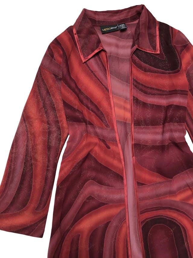 Capa larga vintage, de gasa gruesa en tonos cálidos con efecto escarchado y ribetes rojos, tiene aberturas laterales en la basta. Largo 128cm foto 2