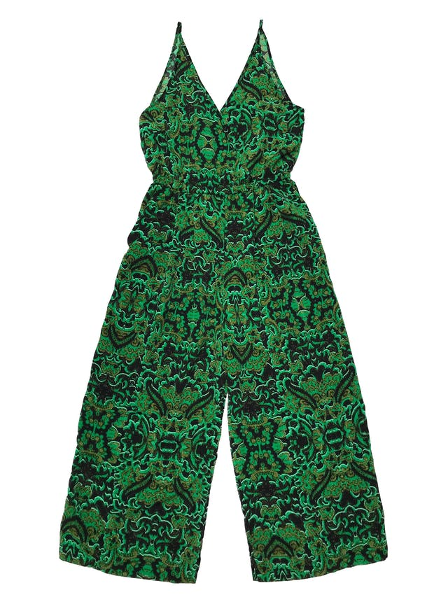 Enterizo H&M tela plana estampada negro y verde, escote cruzado, con elástico en la cintura, bolsillos laterales y pierna recta corte culotte. Busto 90cm Cintura 68cm sin estirar Largo 110cm desde sisa. Precio original S/ 189 foto 1