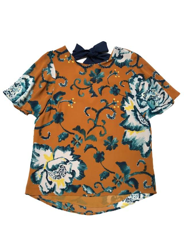 Blusa H&M de gasa forrada, escote pico y lazo azul en la espalda, mangas volante. Busto 94cm Largo 55-65cm foto 1