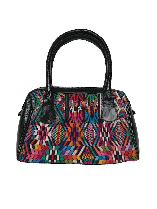 Cartera artesanía de telar guatemalteco y cuero, compartimento con cierre, forrado. Medidas sin asas: 27x18x9cm foto 1