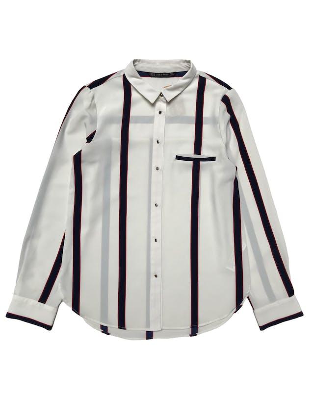 Blusa Zara de tela plana tipo gasa gruesa crema con franjas, botones metálicos delanteros y en puños. Busto 90cm Largo 60-65cm. Precio origianl S/ 139 foto 1