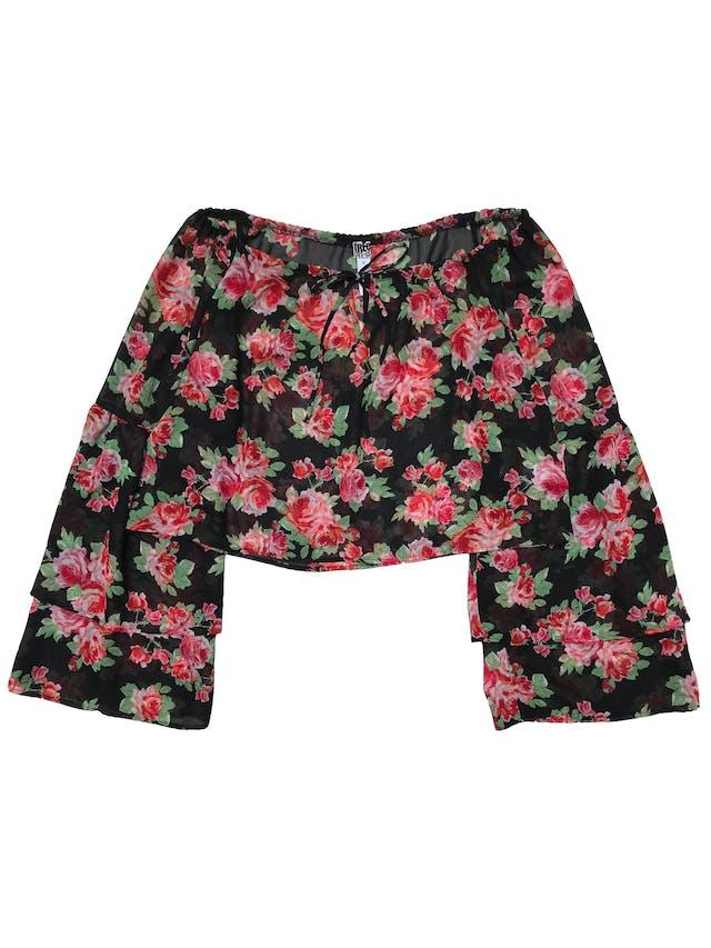 Blusa Free Press de gasa negra con pront de flores, corte oversize, ancho de cuello regulables y mangas con volantes. Ancho 114 Largo 47cm foto 1