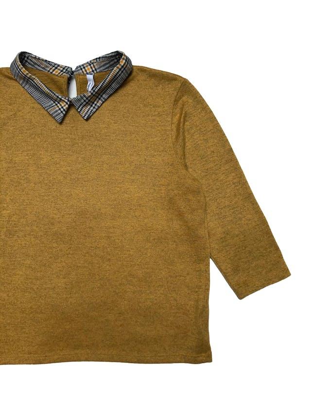 Chompita Sybilla con cuello camisero, tela de punto amarillo jaspeado, manga 3/4. Busto 100cm Largo 52cm foto 2