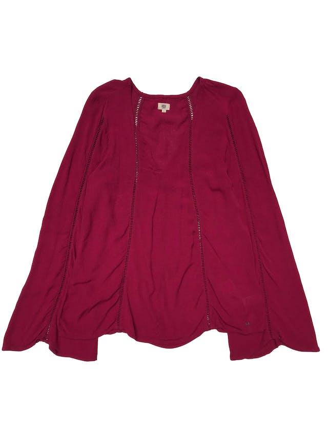 Blusa Kidsmadehere estilo boho, de viscosa guinda con detalles calados, escote en V y manga larga campana. Busto 108cm Largo 60cm foto 1