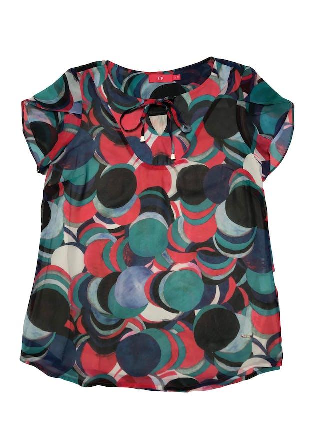 Blusa CP de gasa multicolor, forro de mesh, se amarra en el cuello. Busto 110cm Largo 62cm. Precio original S/ 179 foto 1