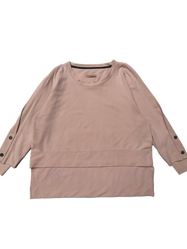 Polera palo rosa oversize, aberturas en las mangas y basta asimétrica. Busto 110cm Largo 49 - 64cm foto 1