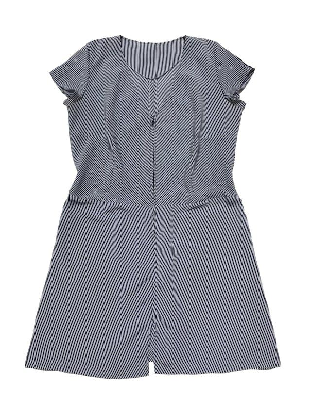 Vestido a rayas blancas y azules, tela plana, con cierre delantero. Busto 110cm Largo 92cm  foto 1