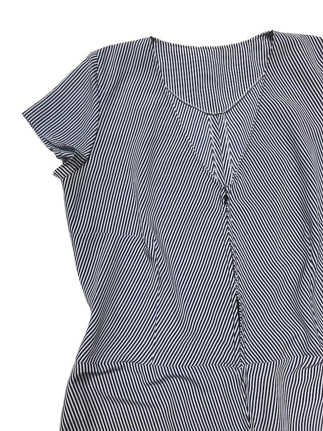 Vestido a rayas blancas y azules, tela plana, con cierre delantero. Busto 110cm Largo 92cm  foto 2