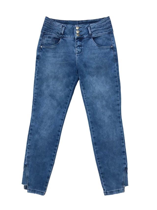 Pantalón jean pitillo stretch, pretina ancha, bolsillos laterales y detalle crop en la basta. Cintura 70cm sin estirar Largo 87cm. En etiqueta es 30 foto 1