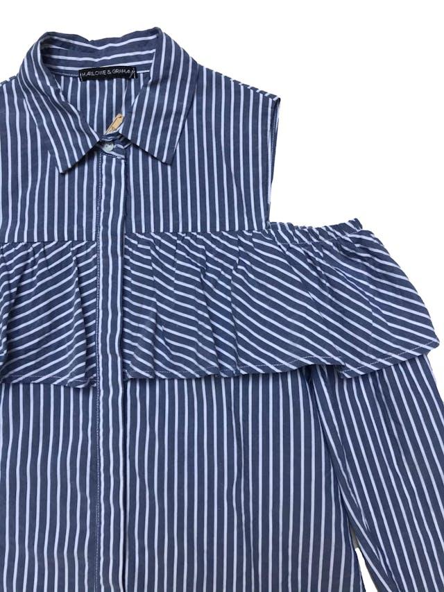 Blusa Harlowe&Graham a rayas blancas y azules de tencel y algodón. manga larga con hombros descubiertos y volante. Busto 97cm Largo 59cmPrecio original S/ 229 foto 2