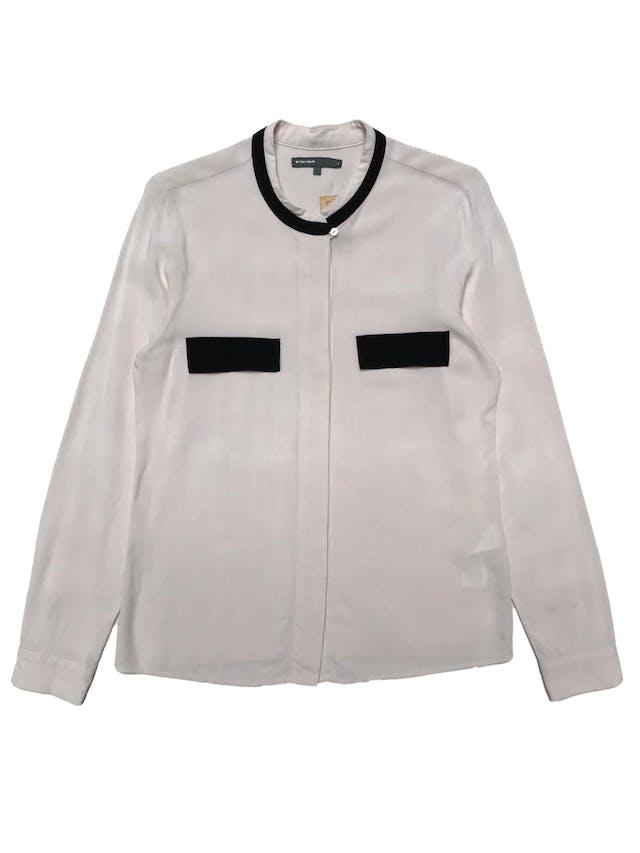 Blusa Basement beige con ribetes negros, fila de botones delanteros con tela recubierta. Busto 95cm Largo 62cm foto 1