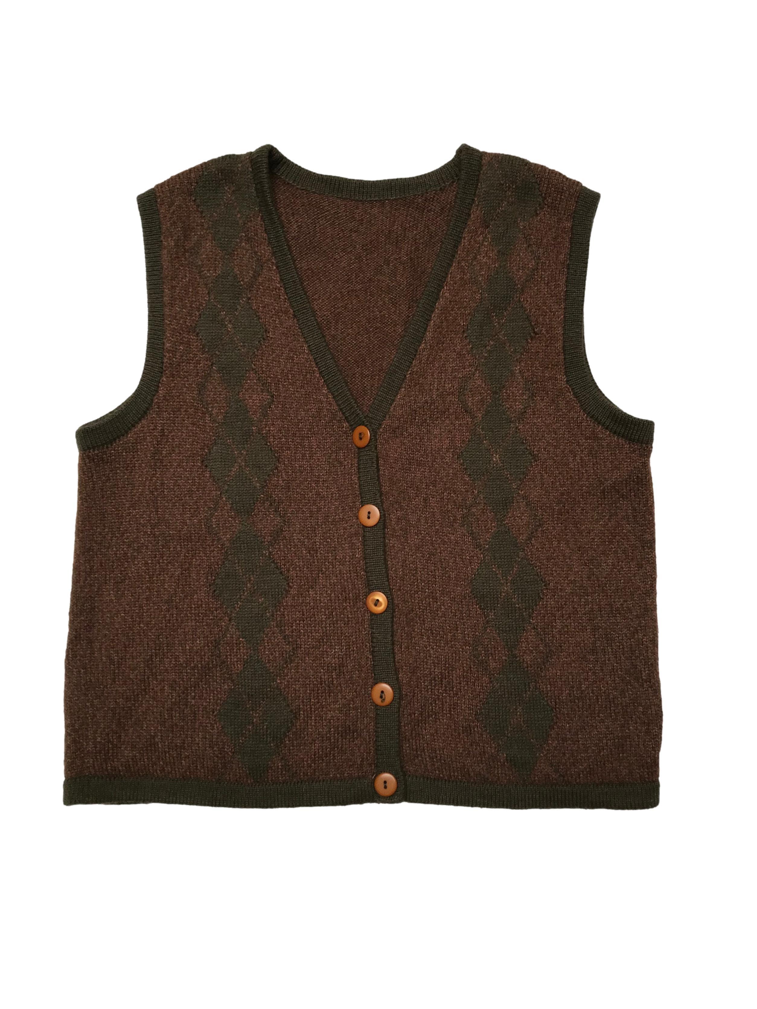 Chaleco vintage tejido marrón jaspeado con rombos y ribetes verdes, cierre con botones. Ancho 104cm Largo 55cm