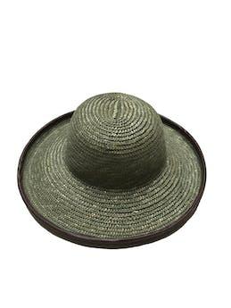 Sombrero de paja verde con ribete de cuerina marrón. Diámetro total 37cm Circunferencia cabeza 55cm foto 1