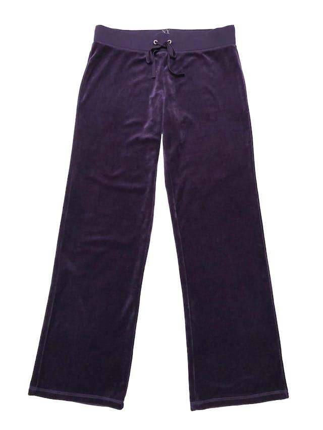 Buzo pantalón  NY&C de plush morado, tiro medio, pierna recta, pretina elástica y pasador para regular. Pretina 82cm Largo 105cm. ¡Icónico de los 00´s! Nuevo con etiqueta. foto 1