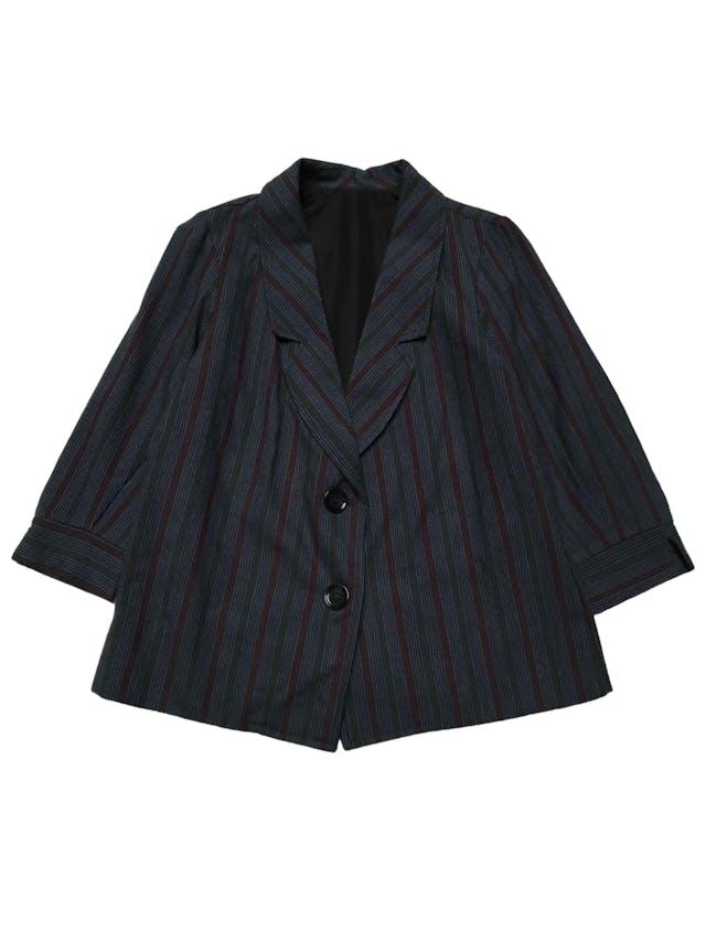 Blazer azul con franjas verdes negra y guindas, corte recto, es forrado y tiene mangas 3/4 con dobladillo. Busto 100cm Largo 60cm foto 1