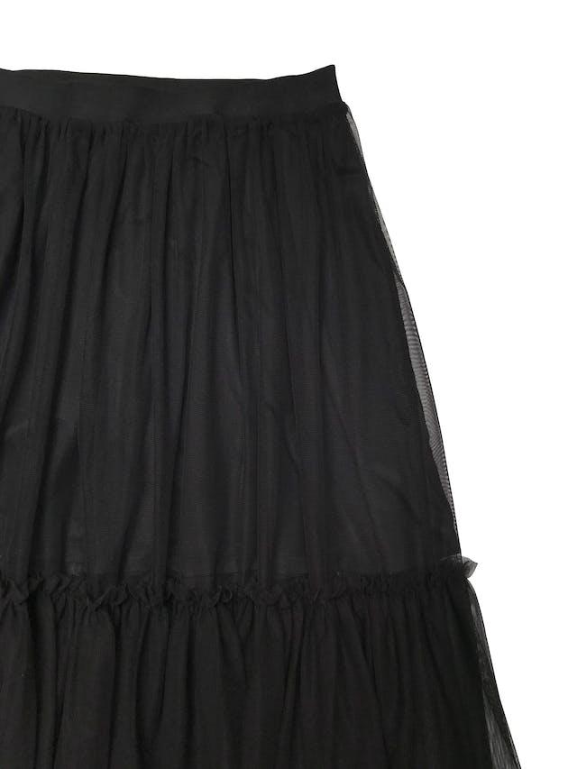 Falda midi H&M de mesh negro en dos capas, con forro corto y pretina elástica. Cintura 68cm sin estirar Largo 82cm foto 2