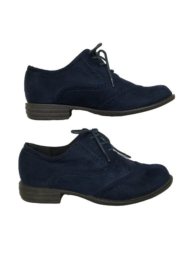 Zapatos Bata estilo Oxford de textil tipo piel de durazno y pasadores. Estado 9/10.  foto 1