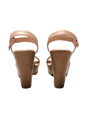 Sandalias Footloose palo rosa con correa en el tobillo. Taco 12cm Plataforma 3cm. Estado 9/10 foto 4
