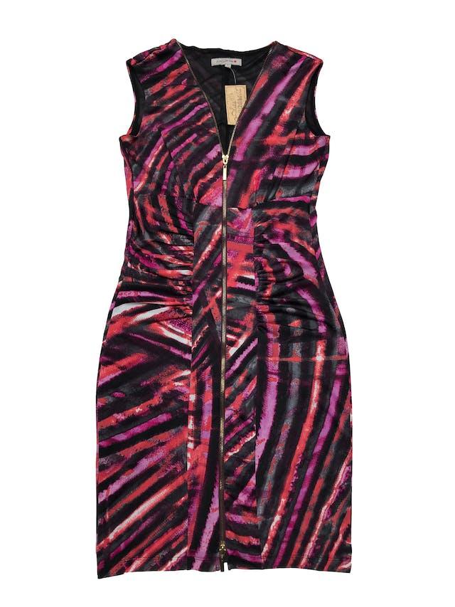 Vestido Joaquim Miro de tela stretch en tonos rojos y negros, con cierre y drapeado delantero, forro de mesh. Largo 90cm. Precio original S/ 279 foto 1