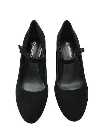 Zapatos Platanitos de textura gamuza, punta redonda y correa en el empeine, taco 7cm. Estado 9/10 foto 2