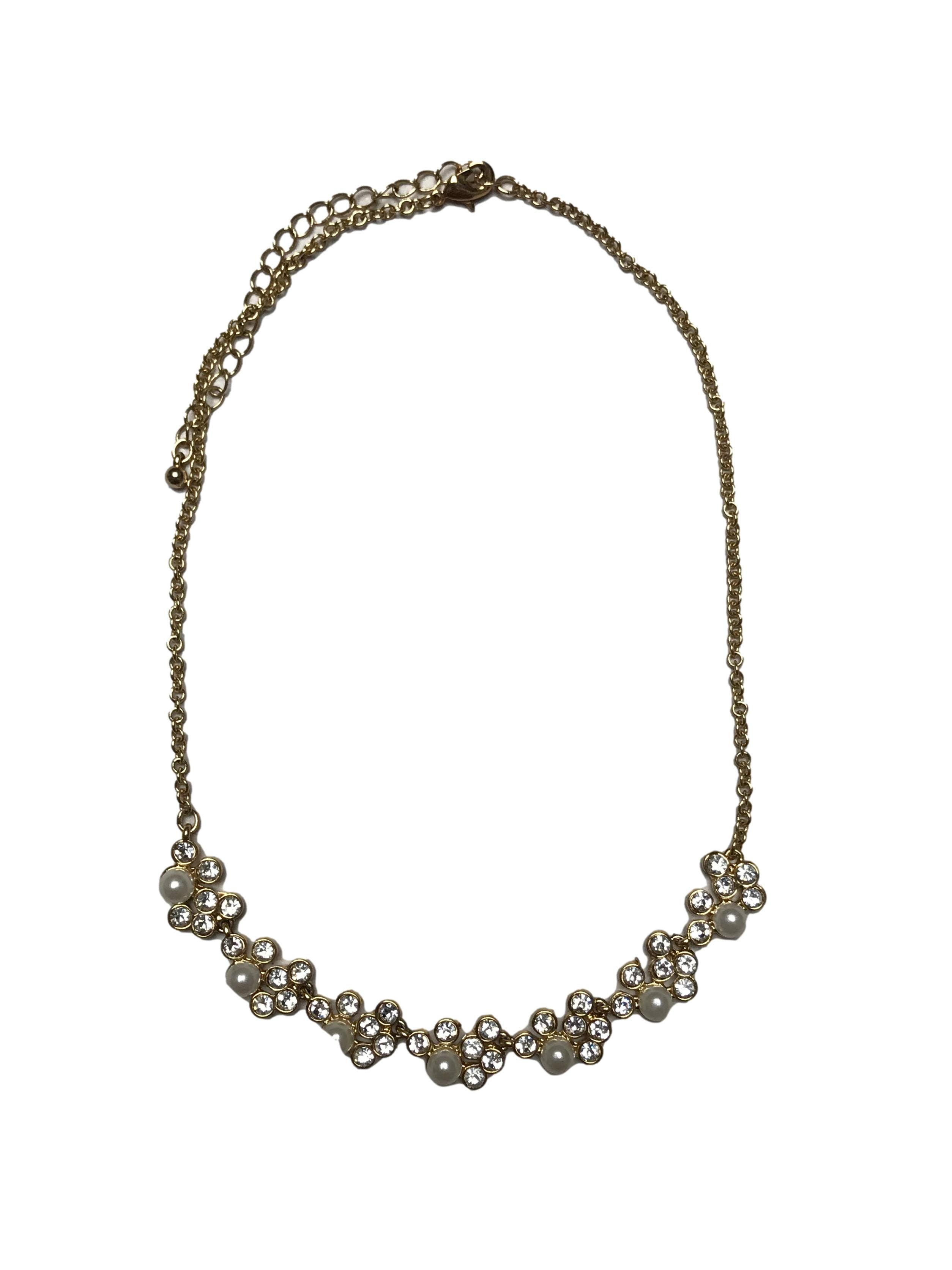 Collar dorado con aplicaciones de perlas y diamantes. Largo 42-51cm