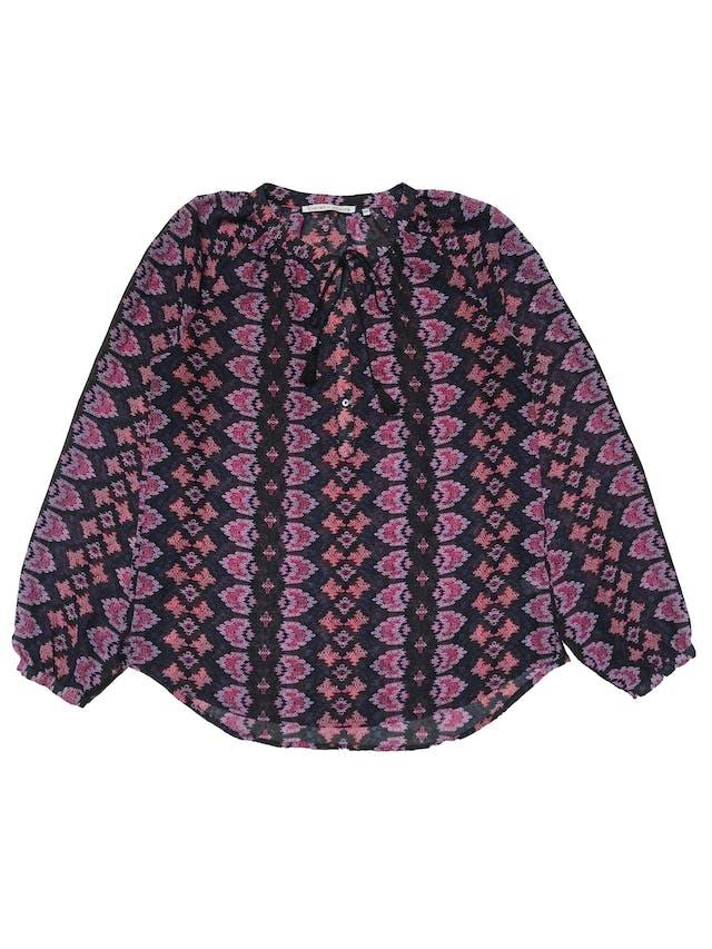 Blusa Violet + Claire de gasa, botones en el pecho, pasador con borla en el cuello, manga larga con botón en el puño. Busto 100cm Largo 62cm. Precio original S/ 149 foto 1