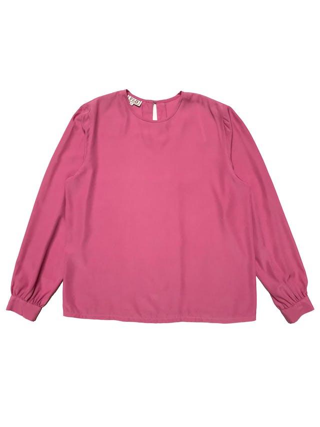 Blusa vintage de tela plana fluida, botón posterior en el cuelo, manga larga con botón y pliegues en los puños. Busto 110cm Largo 62cm foto 1