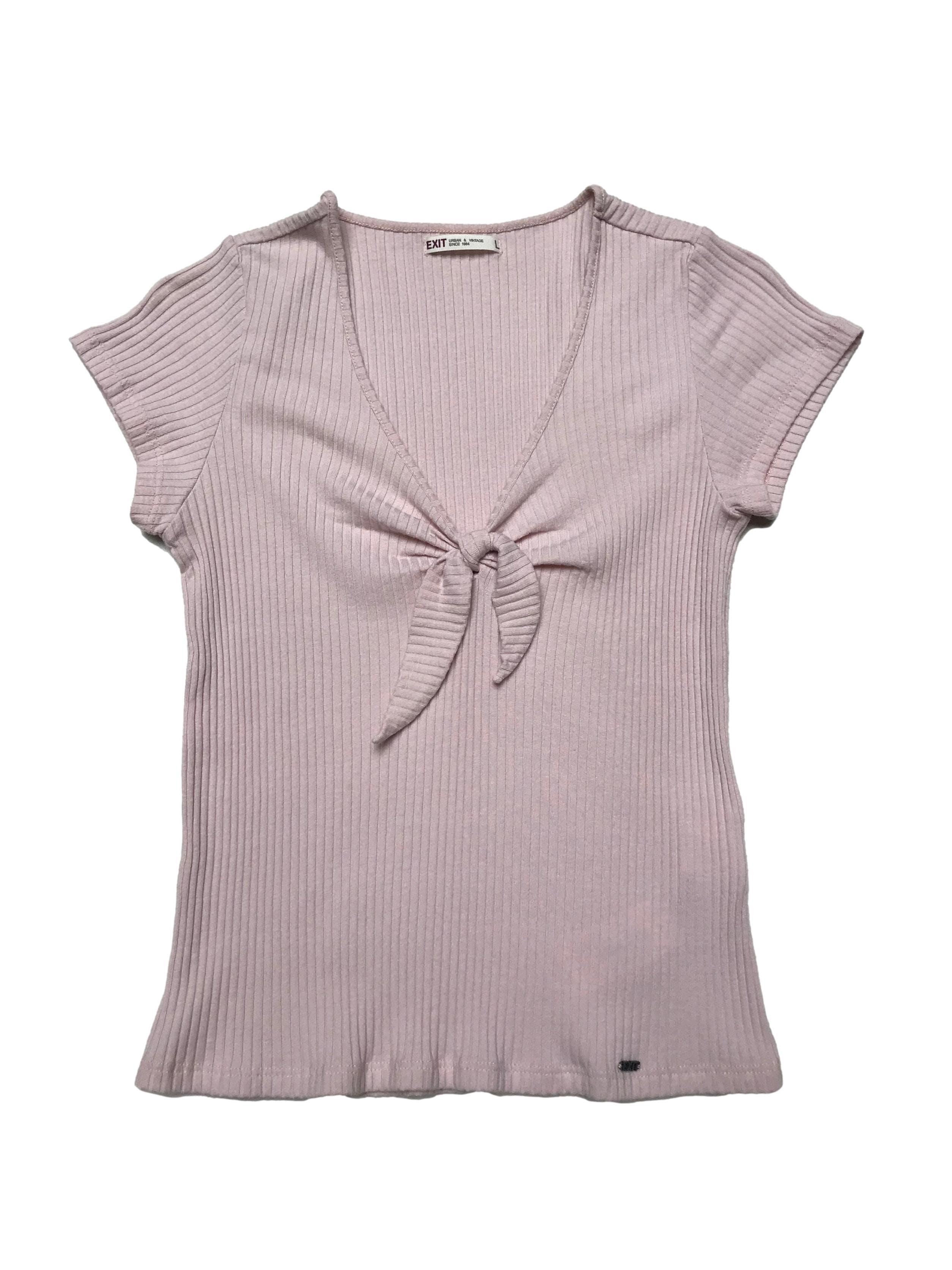 Polo Exit palo rosa de tela acanalada, cuello en V con lazo. Busto hasta 100cm Largo 50cm