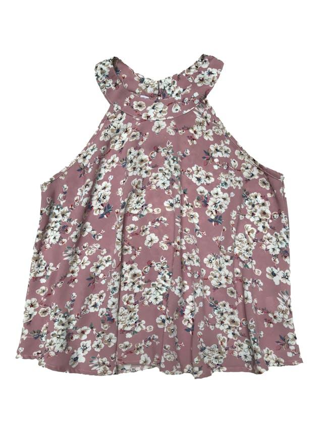Blusa palo rosa con print de flores, tela plana fluida, tiene botón posterior en el cuello y cuerpo suelto. Largo 50cm foto 1
