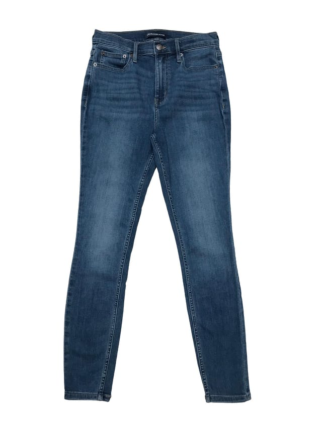 Skinny jean Calvin Klein Jeans a la cintura, stretch. Cintura 70cm Largo 95cm. Precio original S/ 379 foto 1