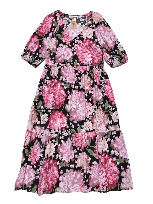 Vestido H&M de tela tipo chalis negro con print floreado, mangas con volumen y elástico, falda suelta . Busto 110cm Largo 125cm foto 1