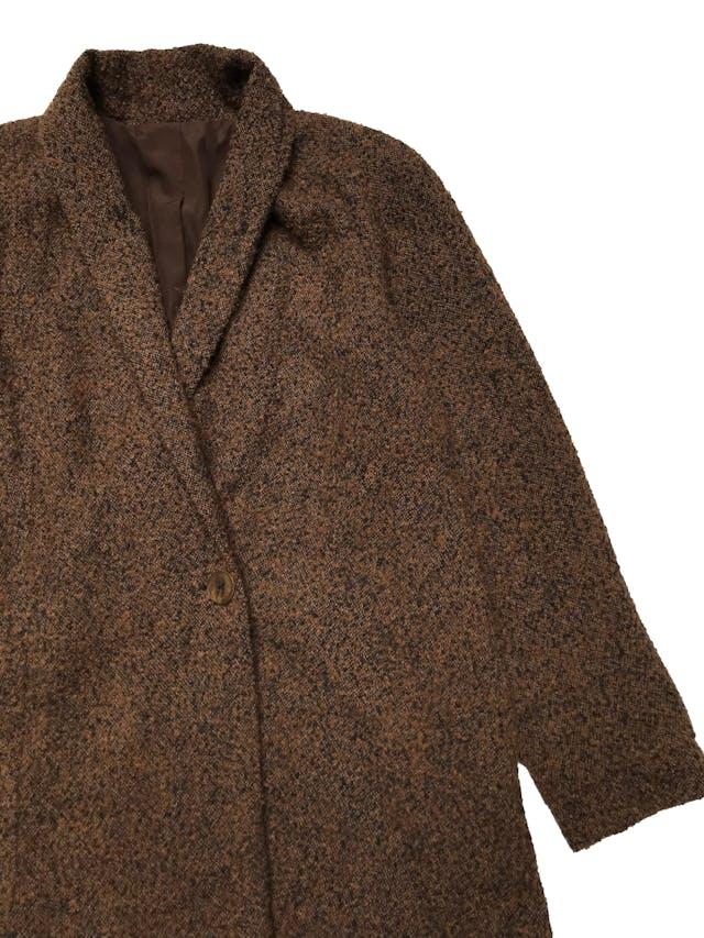 Abrigo de lana y alpaca marrón y negro, forrado, modelo cruzado con bolsillos laterales.  Ancho 120cm Largo 76cm foto 2