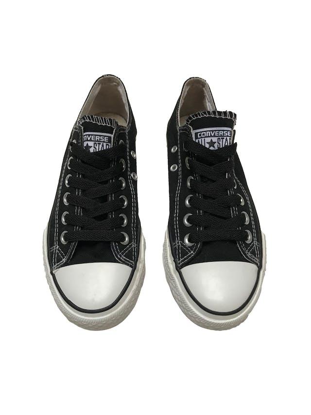 Zapatillas Converse negras con pasadores negros. Estado 8/10. Precio original S/ 189 foto 2