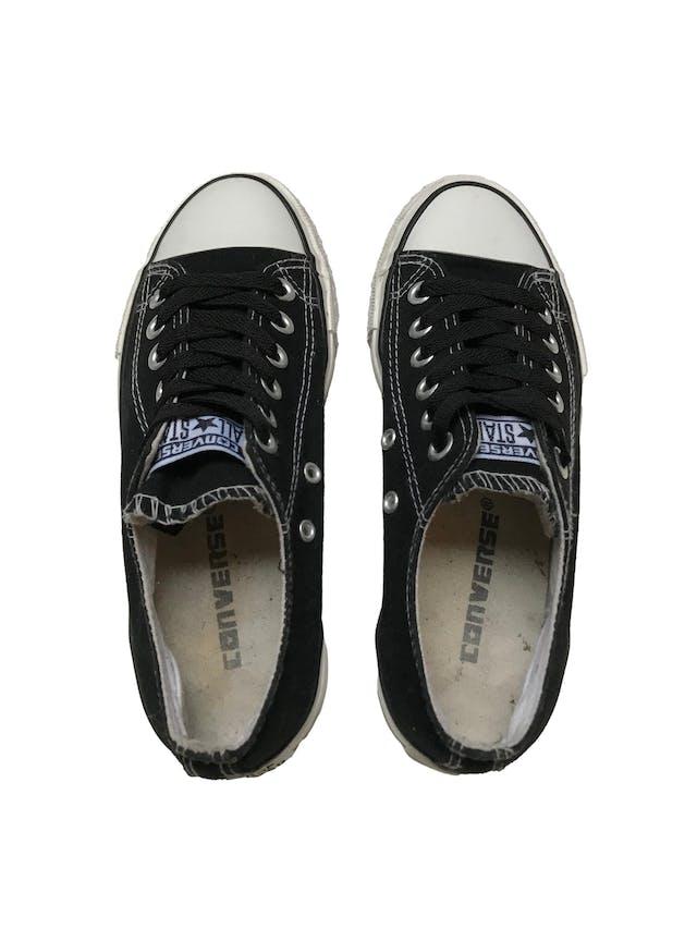 Zapatillas Converse negras con pasadores negros. Estado 8/10. Precio original S/ 189 foto 3