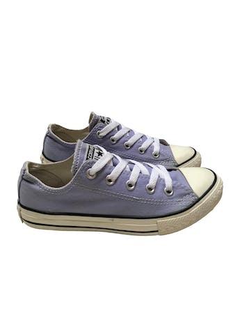 Zapatillas Converse lilas con pasadores blancos. Estado 8.5/10. Precio original S/ 189  foto 1