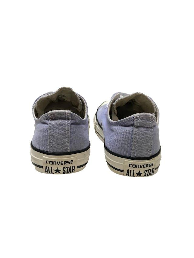 Zapatillas Converse lilas con pasadores blancos. Estado 8.5/10. Precio original S/ 189  foto 3