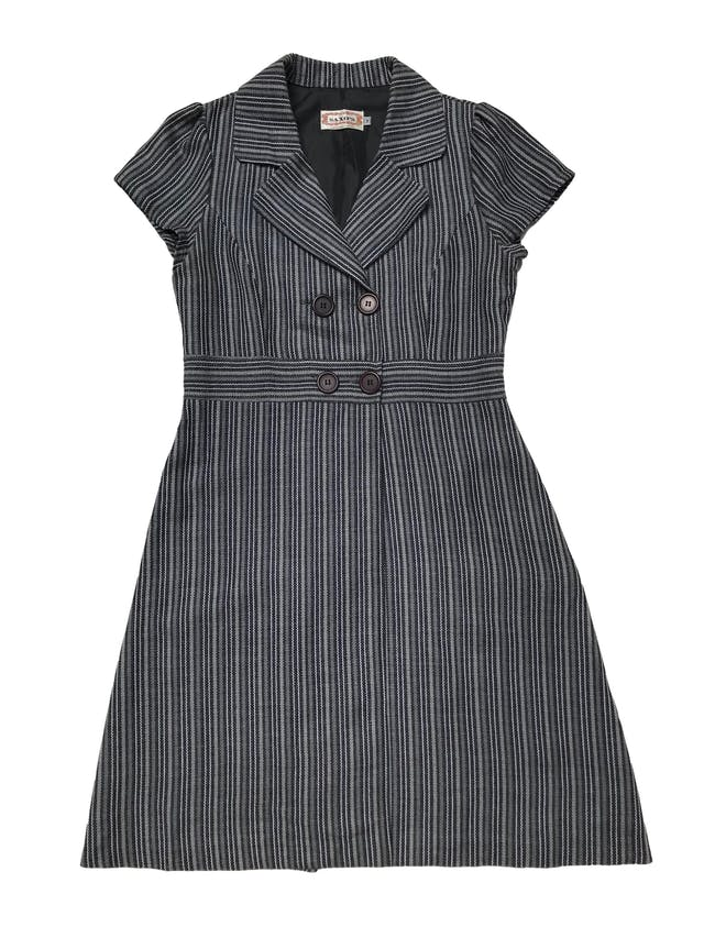 Abrigo tipo lanilla en tonos grises, modelo cruzado con botones a la cintura, forro en la espalda, y corte en A. Busto 95cm Cintura 82cm Largo 95cm foto 1