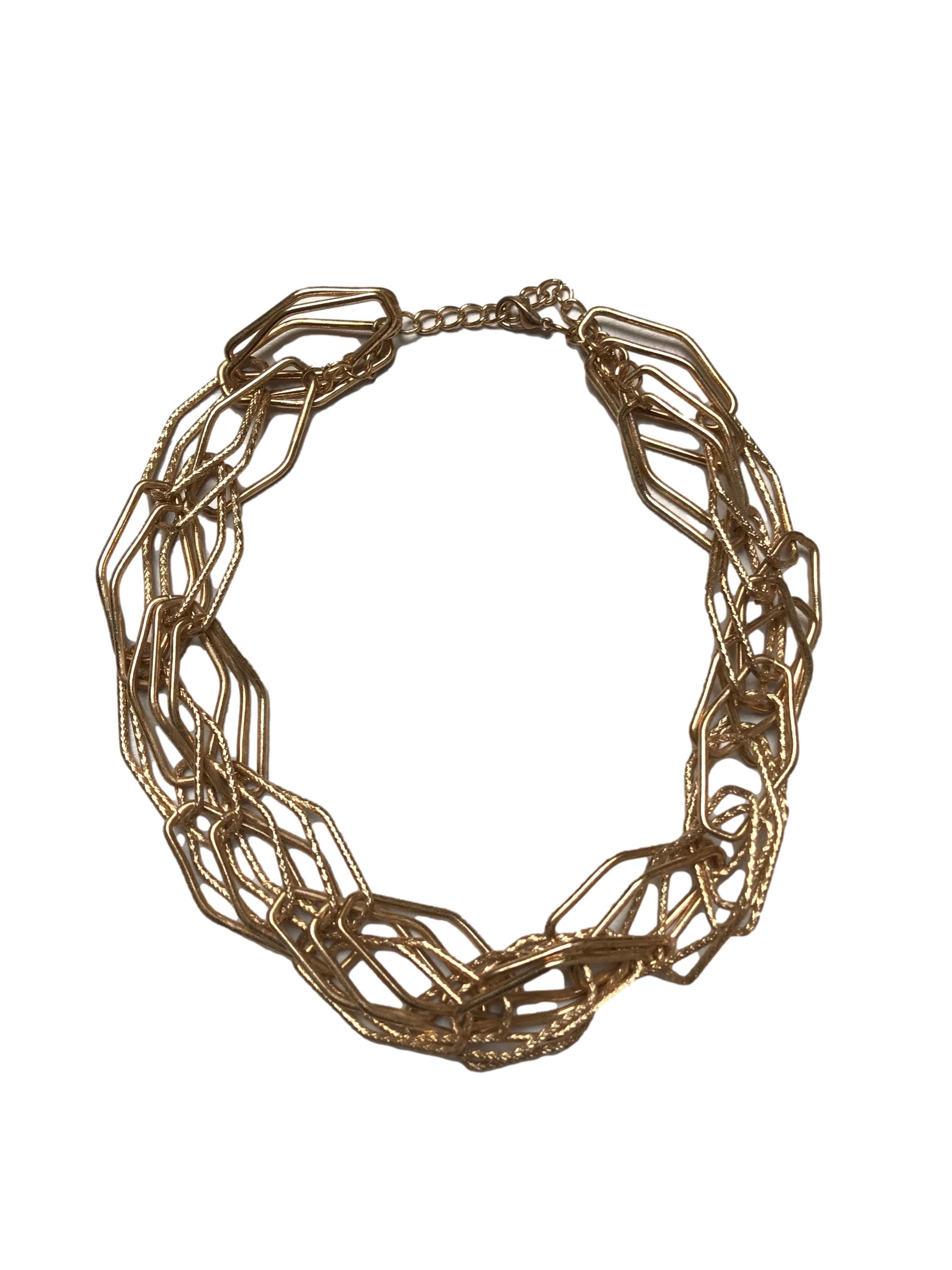 Collar metálico dorado de rombos entrelazados. Largo 45-53cm
